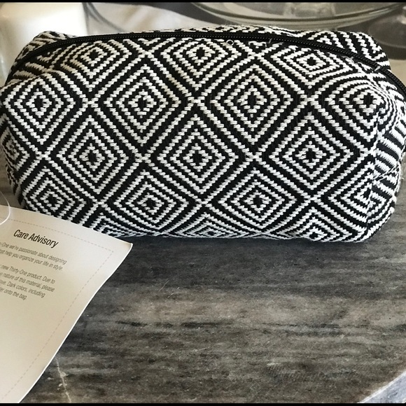 thirty-one Handbags - Uptown Mini Pouch by Thirtyone BRAND NEW!